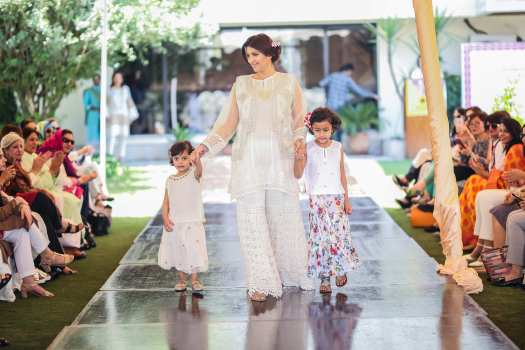 Vaneeza Ahmad with Daughters